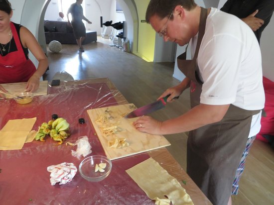 Fabiolous Cooking Day in Rome : Karl is meticulously cutting & making the pasta.