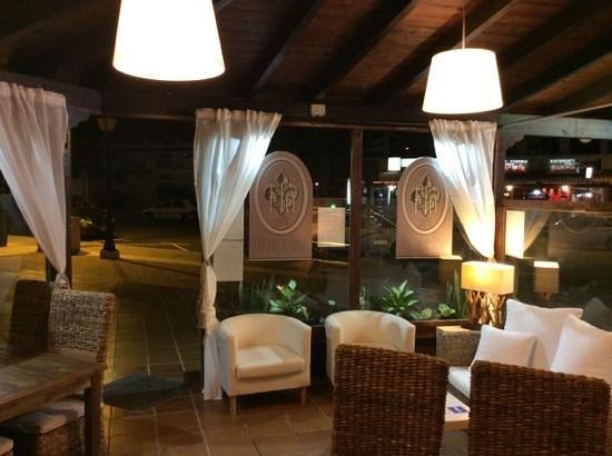 flo' lounge bar: flo'