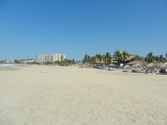 Park Royal Ixtapa : Nice Beach