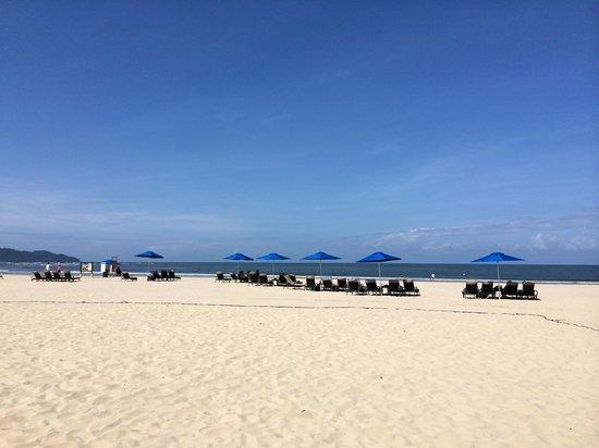 Shangri-La's Rasa Ria Resort & Spa: The beach.