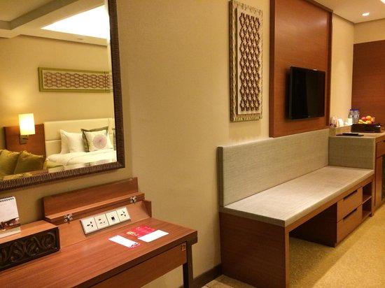 Shangri-La's Rasa Ria Resort & Spa: Our room.
