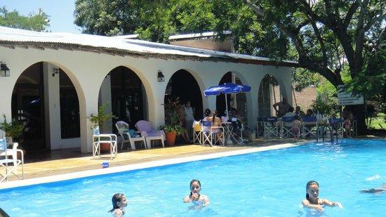Cabana don Julian : Piscina e Área Fechada do Restaurante