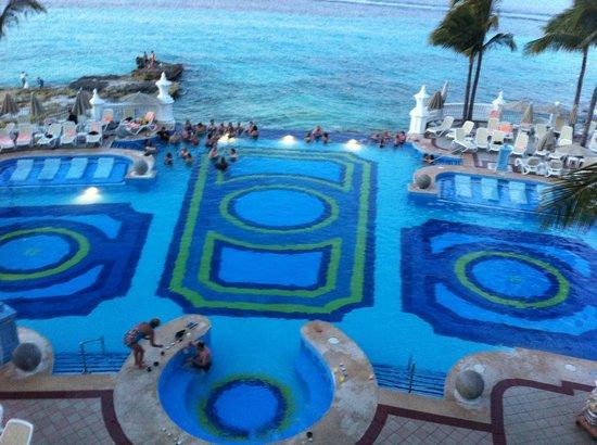 Hotel Riu Palace Las Americas: Infinity Pool and Ocean
