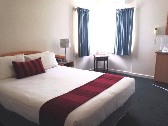 O'Shea's Royal Hotel