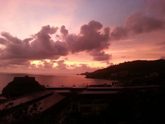 Diamond Cliff Resort and Spa: Our pretty sunset view from our Balcony. Room 2502.