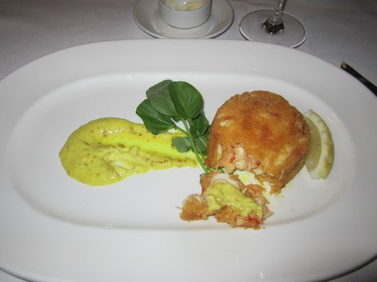 Cafe Ponte: Crab cake for appetizer.