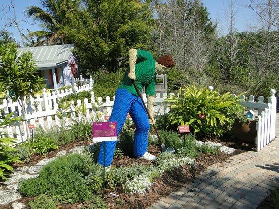 Naples Botanical Garden: Lego gardener