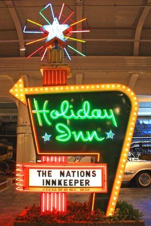 El Henry Ford: Holiday Inn Sign