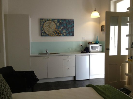Seawall Apartments: Kitchenette area of The Crows Nest