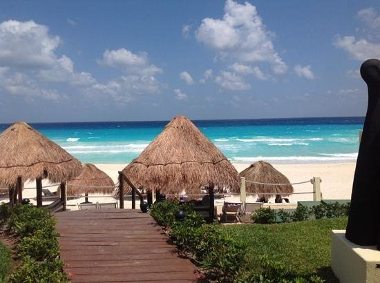 Paradisus Cancun : view from royal service pool area