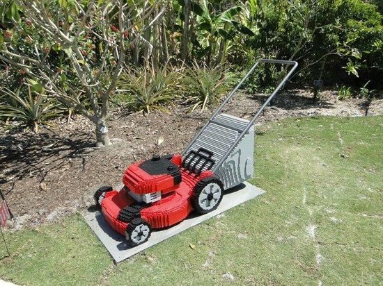 Naples Botanical Garden: Lego lawn mower
