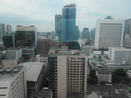 Le Meridien Bangkok: Bangkok skyline view from the room