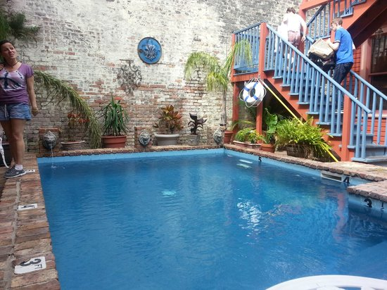 The Frenchmen Hotel: Courtyard and pool