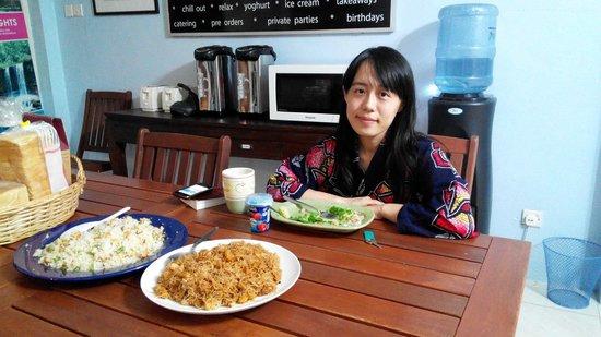 Planet Borneo Lodge: breakfast with Marie Nomura