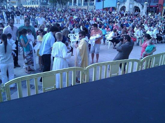 Daytona Beach Bandshell: Easter crowd at Bandshell