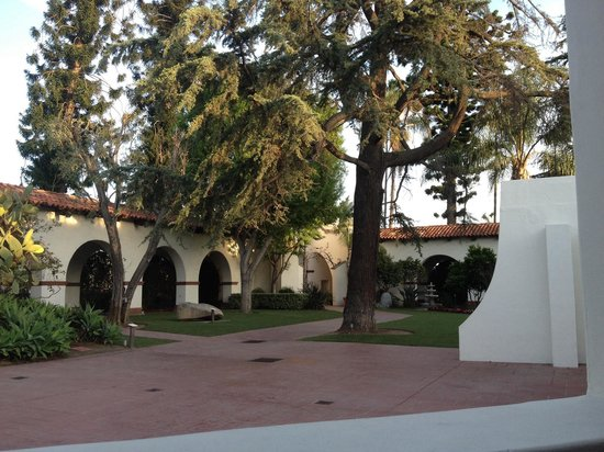 Bowers Museum of Cultural Art: View of the courtyard