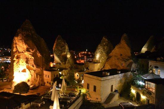 Vezir Cave Suites: Blick auf Göreme bei Nacht
