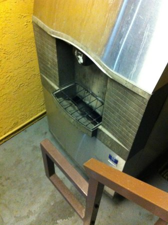 Super 8 San Bernardino/Hospitality Lane: moldy ice dispenser - did dispense ice