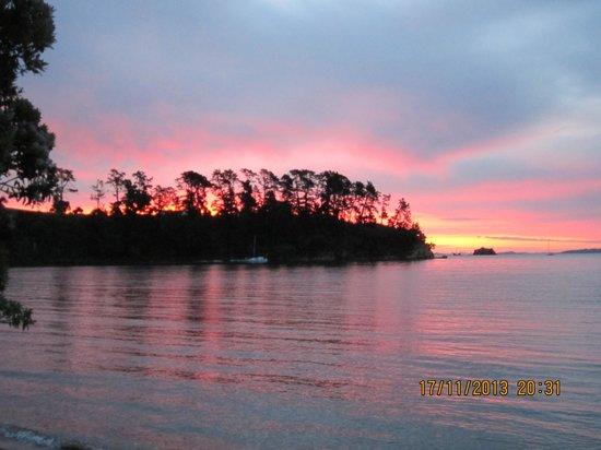 Isla Waiheke, Nueva Zelanda: キャンプ場のサンセット