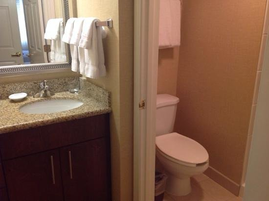 Residence Inn Atlanta Alpharetta/Windward: second bedroom bathroom