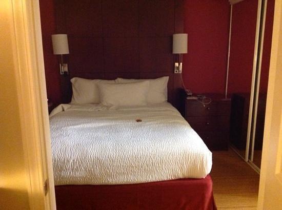 Residence Inn Atlanta Alpharetta/Windward : first bedroom