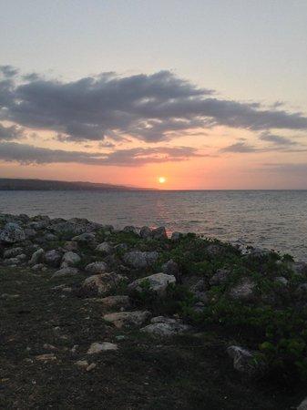 GoldenEye : Sunset from Bizot Bar