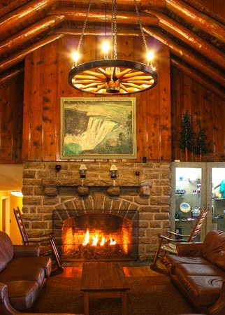 Cumberland Falls State Resort - Dupont Lodge: Lobby Area