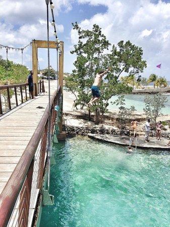 Goldeneye Resort: Jumping off the bridge