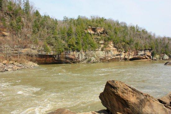 Cumberland Falls State Resort - Dupont Lodge: Down Near Cumberland Falls