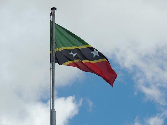 La forteresse de Brimstone Hill : The beautiful St Kitts & Nevis flag