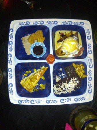 Kondesa Restaurante: Mixed desert platter <3