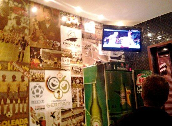 Paredes decoradas picture of bar da eva rio de janeiro for Paredes decoradas