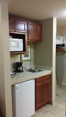 Holiday Inn Express Hotel & Suites Marysville: kitchenette king suite