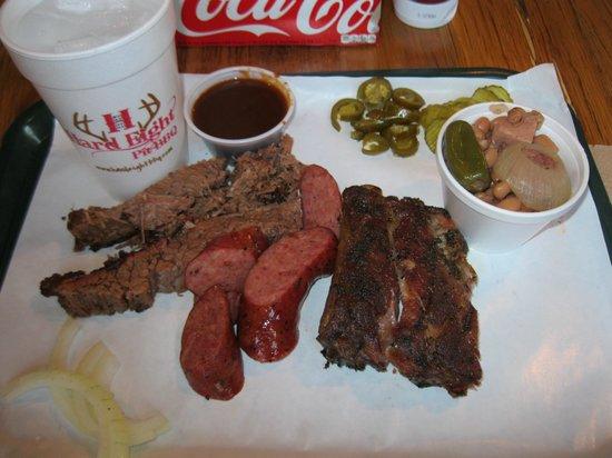 Hard Eight BBQ: No plates here!