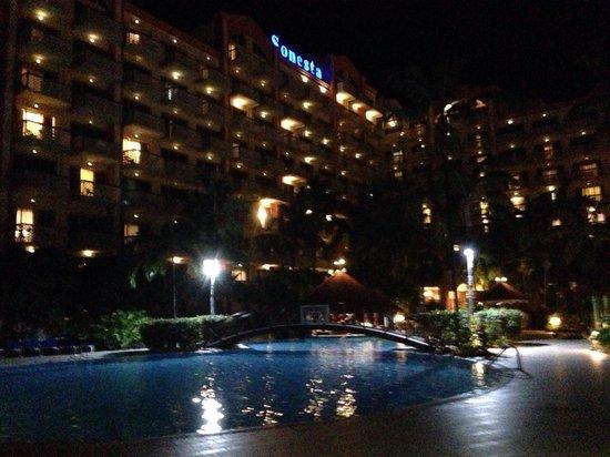 Sonesta Maho Beach Resort, Casino & Spa: Pool view at night