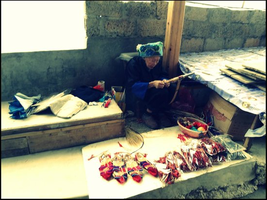 Ping'an Village : so old and still working,amazing old woman in Pingan village
