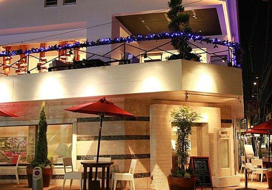 Starlight Café Motomachi: スターライトカフェ元町 外観