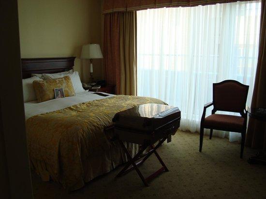 The Shelbourne Dublin, A Renaissance Hotel: Bed