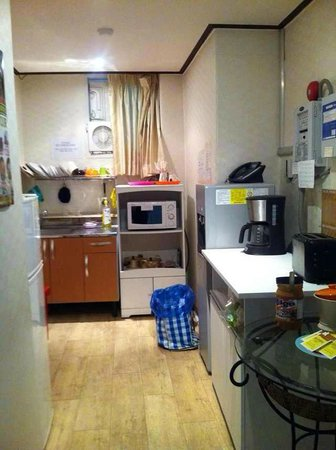 Shinchon Hostel: Kitchen area of Guest House