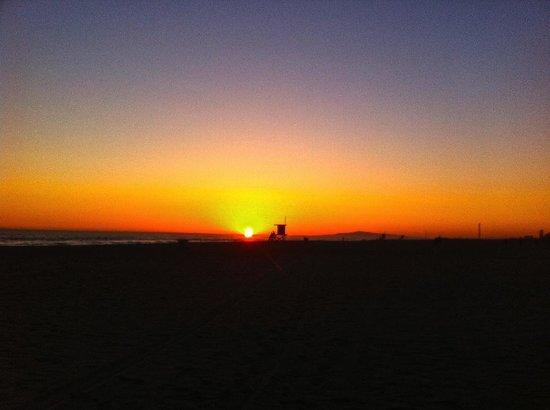 Best Western Plus Newport Beach Inn: Sunset on the beach