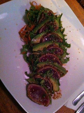 Puggo's : Avocado & Tuna salad