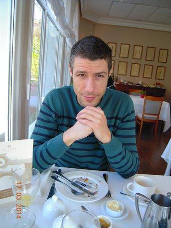Hotel Villa Soro: Mi amigo tomando el desayuno