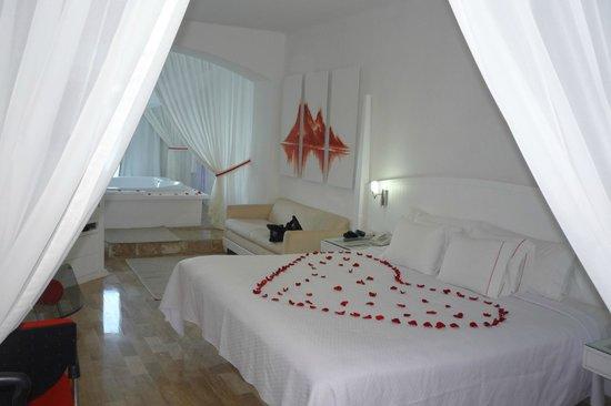 Bel Air Collection Resort & Spa Cancun: Chambre avec Jacuzzi et vue sur mer...