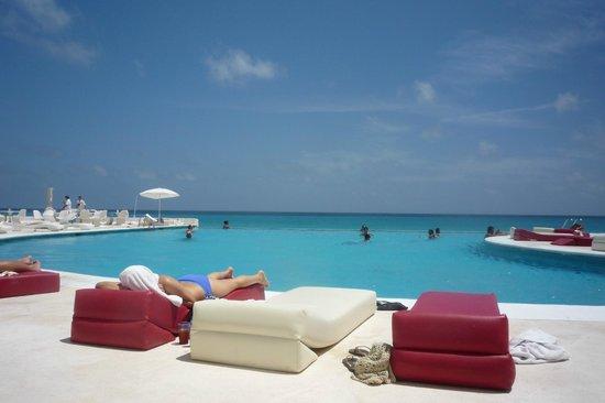 Bel Air Collection Resort & Spa Cancun: Vue sur piscine et mer tout en un!