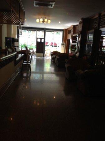New Aye Yar Hotel: Reception area