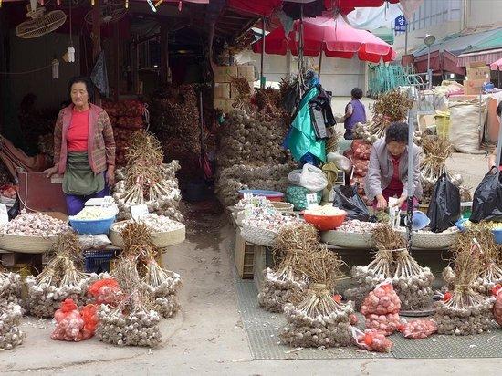 Gyeongdong Market: 大量のニンニク