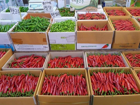 Gyeongdong Market: 大量の唐辛子