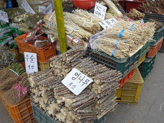 Gyeongdong Market: 韓方薬