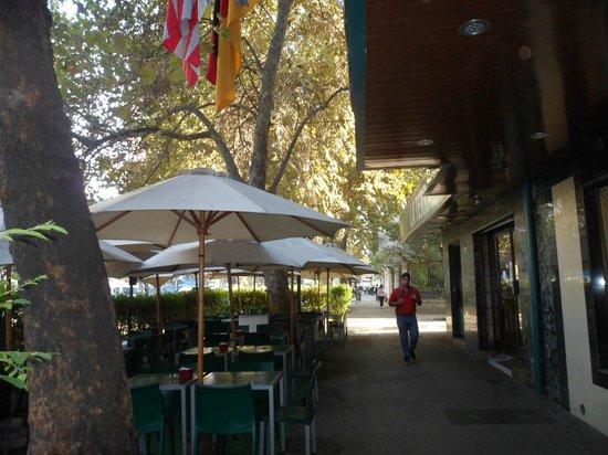 Principado De Asturia: area externa do hotel - passeo
