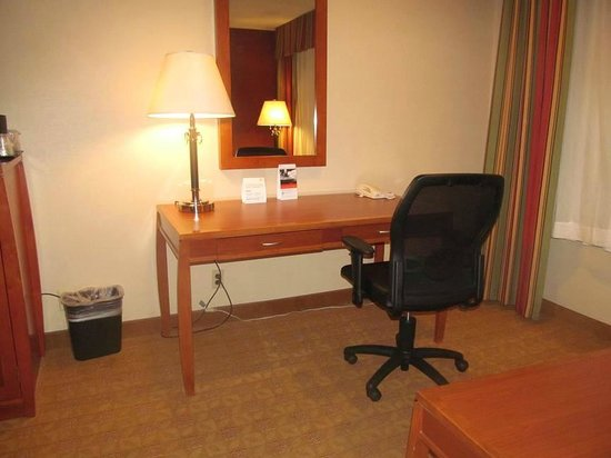 Holiday Inn Santa Ana-Orange County Airport: desk